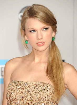 Taylor Swift pelo liso - Blow Dry Bar peluqueria madrid