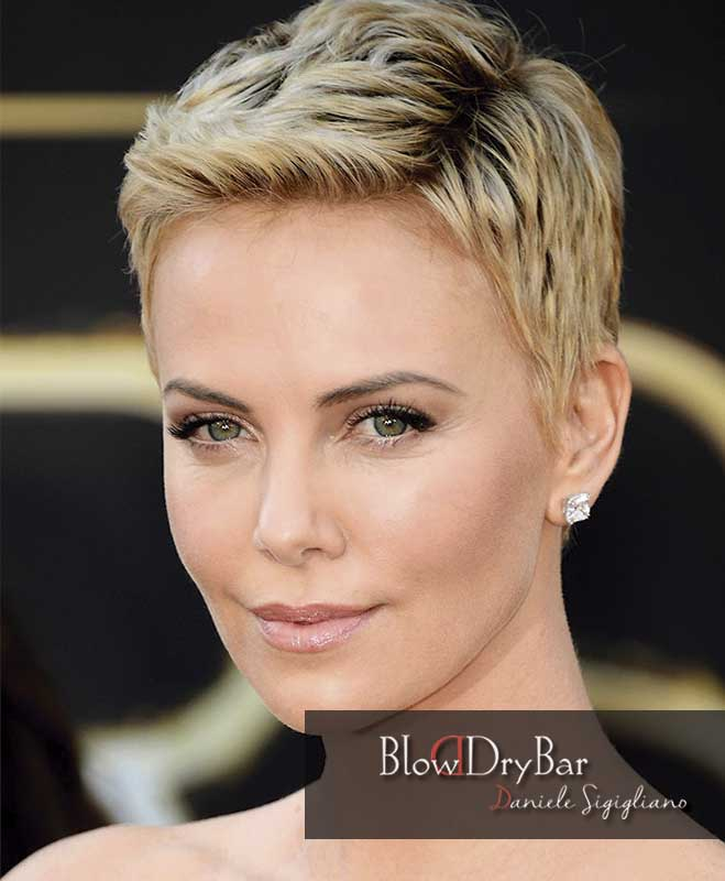 Charlize Theron 12 celebrities de pelo corto